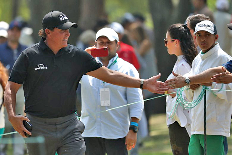 phil mickelson blew off shubhanker sharma thinking he was a reporter