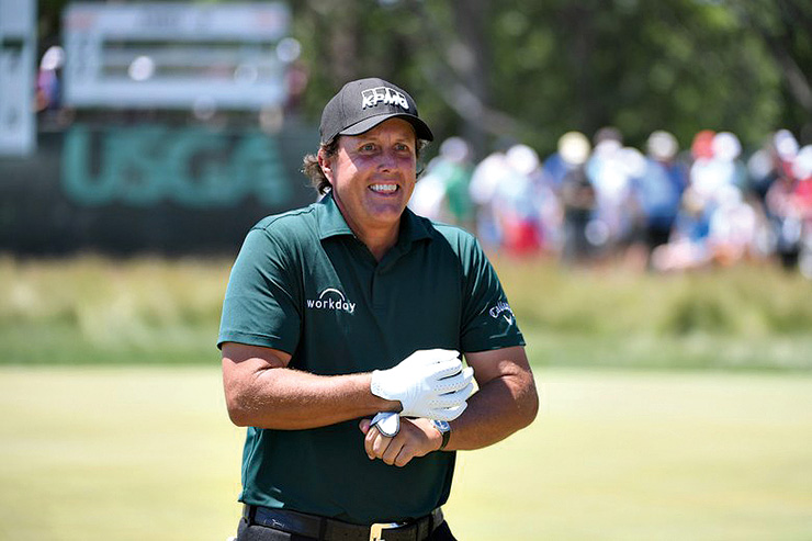 phil-mickelson-us-open-2018-saturday-thumbs-up